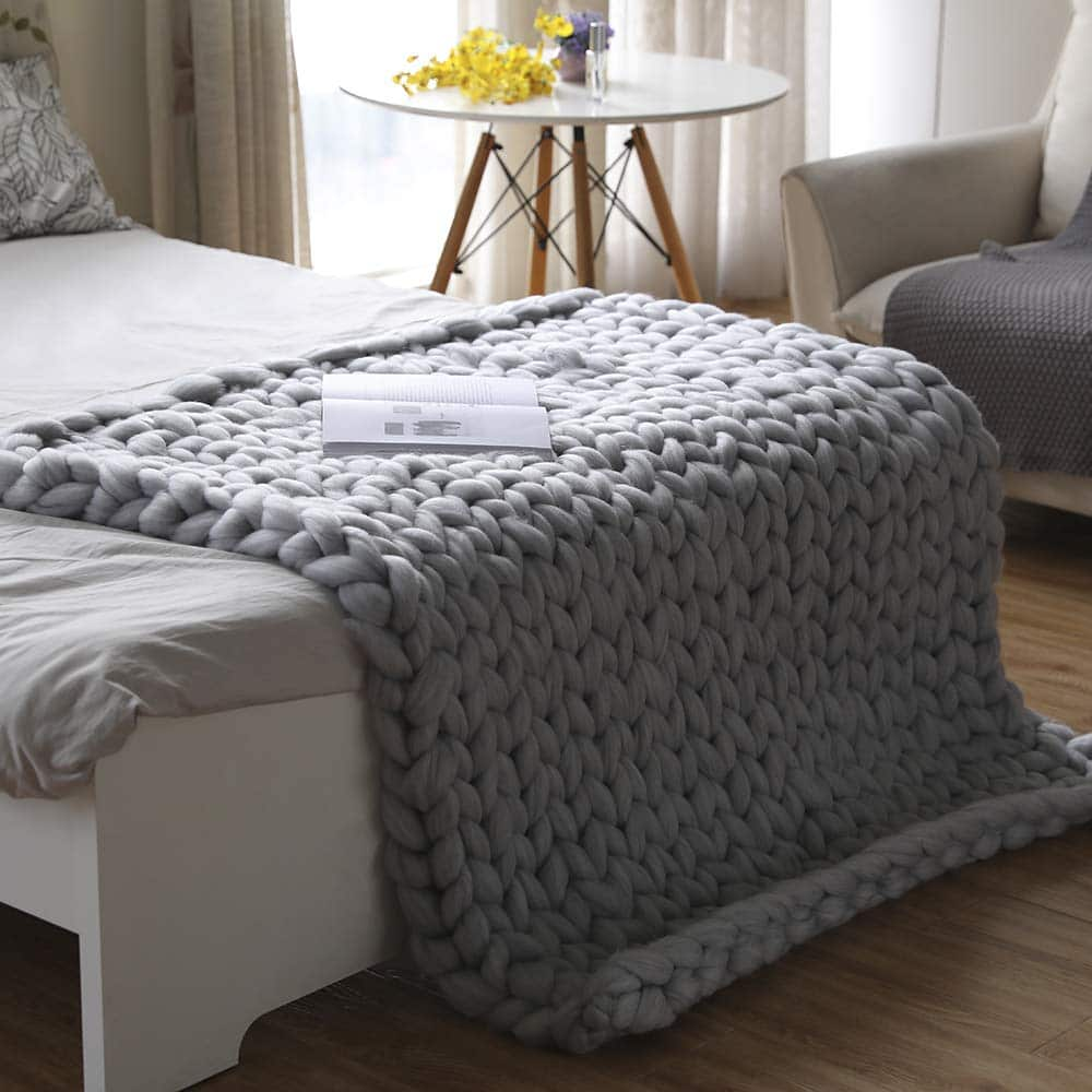 Valentinyii Chunky Knit Blanket